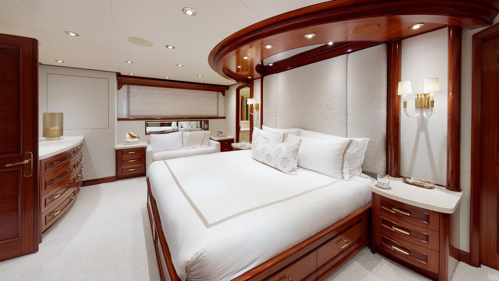 Crescent-Raised Pilothouse 2004-WONDER West Palm Beach-Florida-United States-Master Stateroom-1509994 | Thumbnail