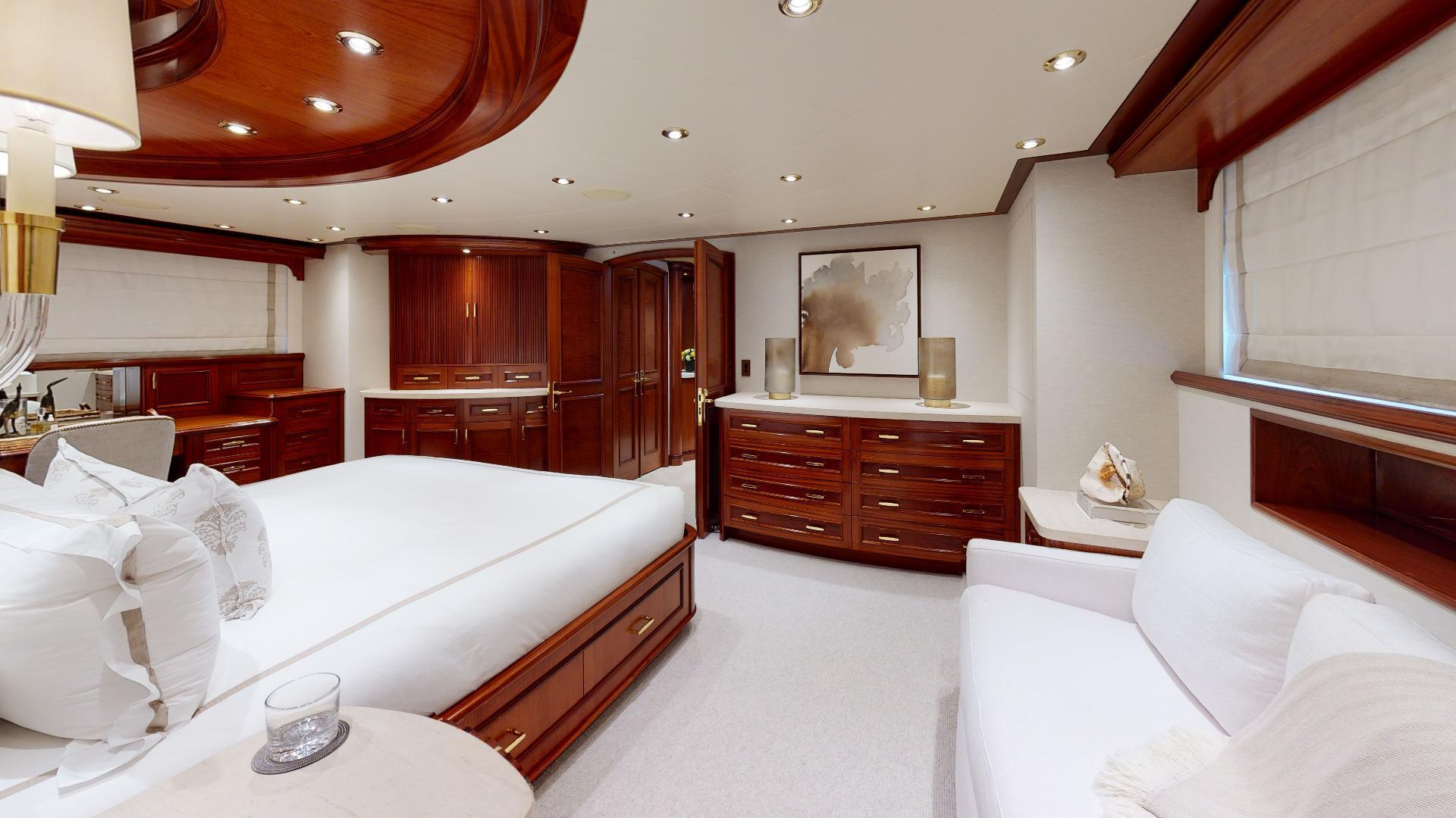 Crescent-Raised Pilothouse 2004-WONDER West Palm Beach-Florida-United States-Master Stateroom-1509992 | Thumbnail