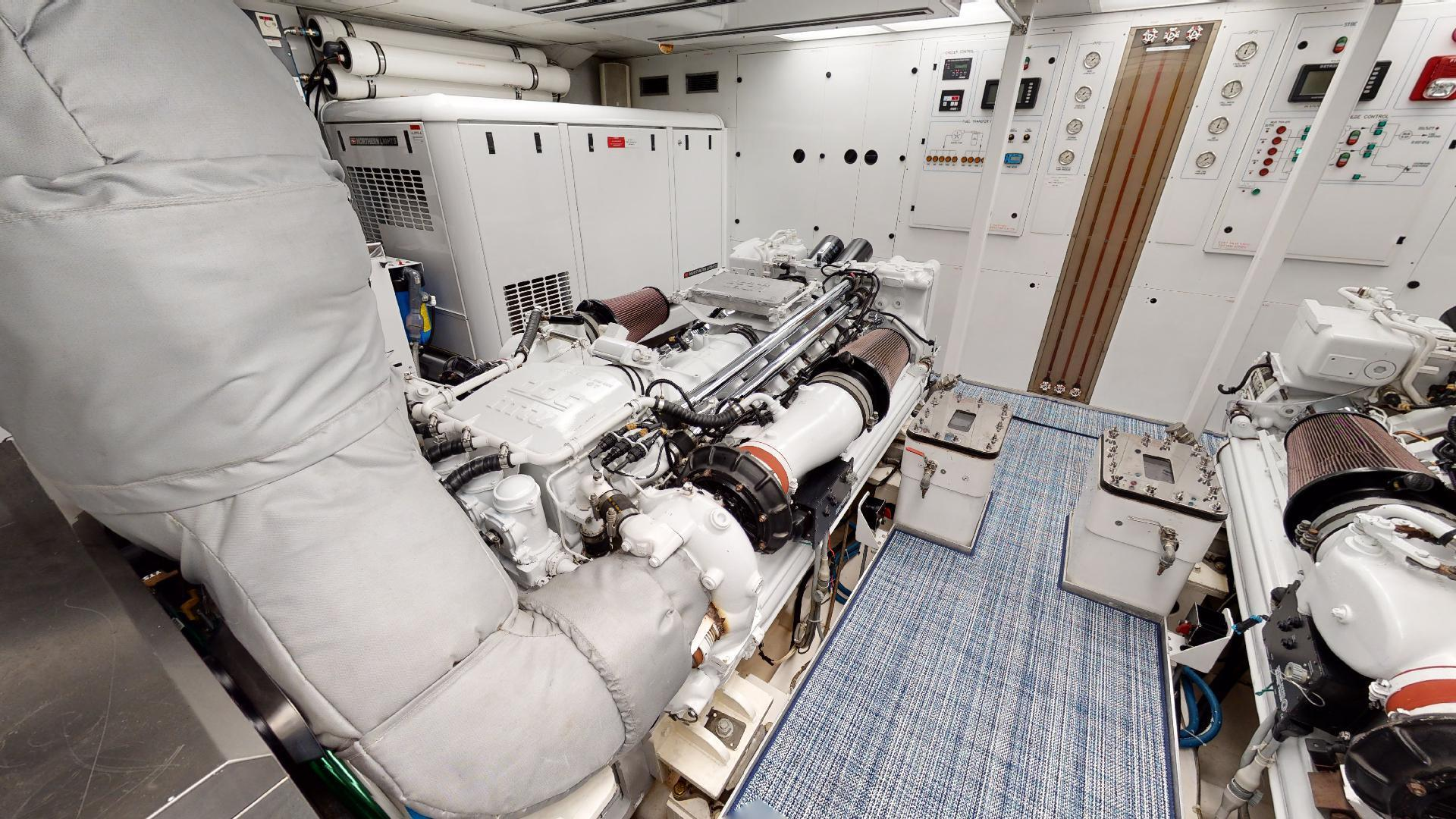 Crescent-Raised Pilothouse 2004-WONDER West Palm Beach-Florida-United States-Engine Room-1510021 | Thumbnail