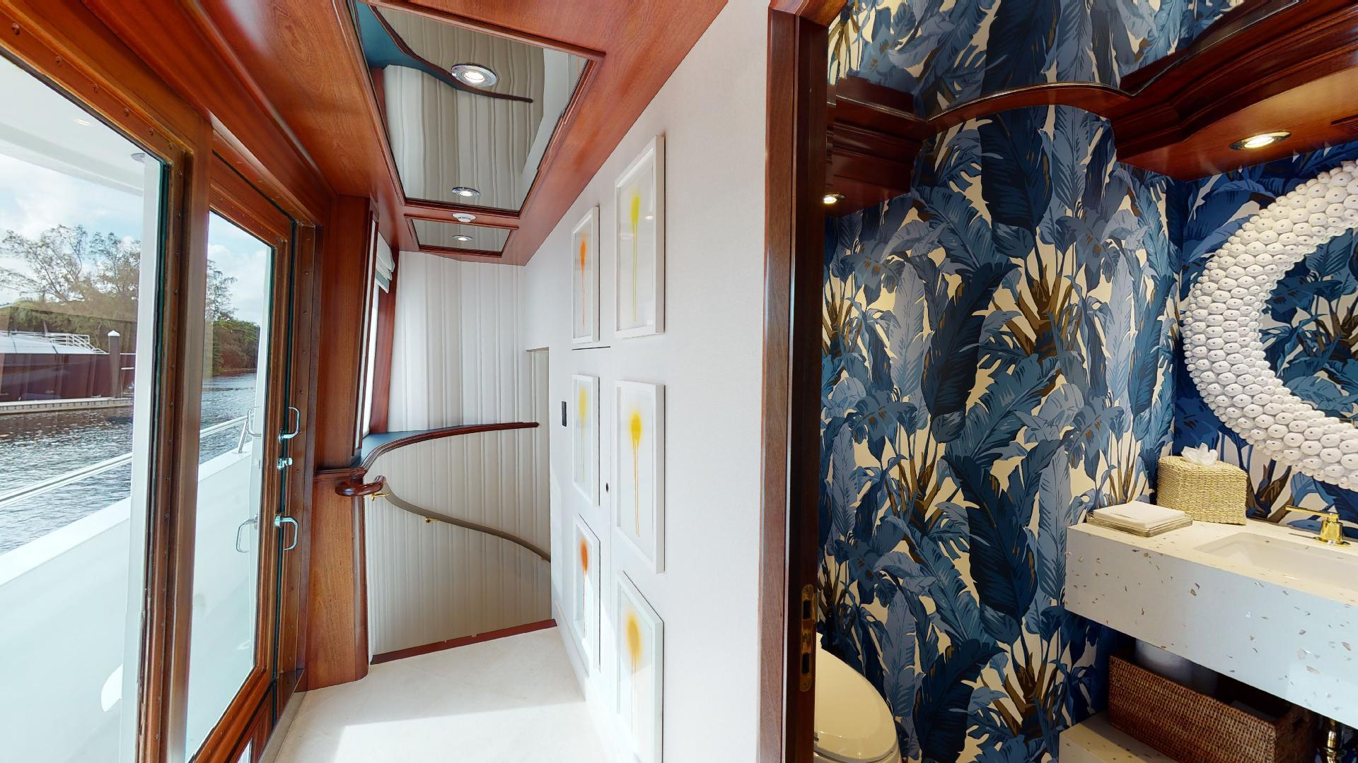 Crescent-Raised Pilothouse 2004-WONDER West Palm Beach-Florida-United States-1510000 | Thumbnail