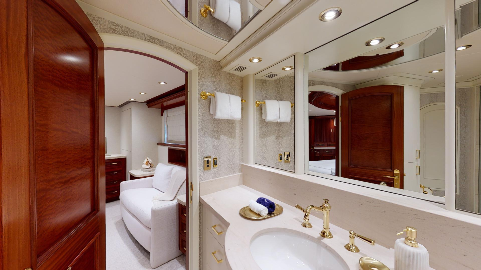 Crescent-Raised Pilothouse 2004-WONDER West Palm Beach-Florida-United States-Master Bath-1509997 | Thumbnail