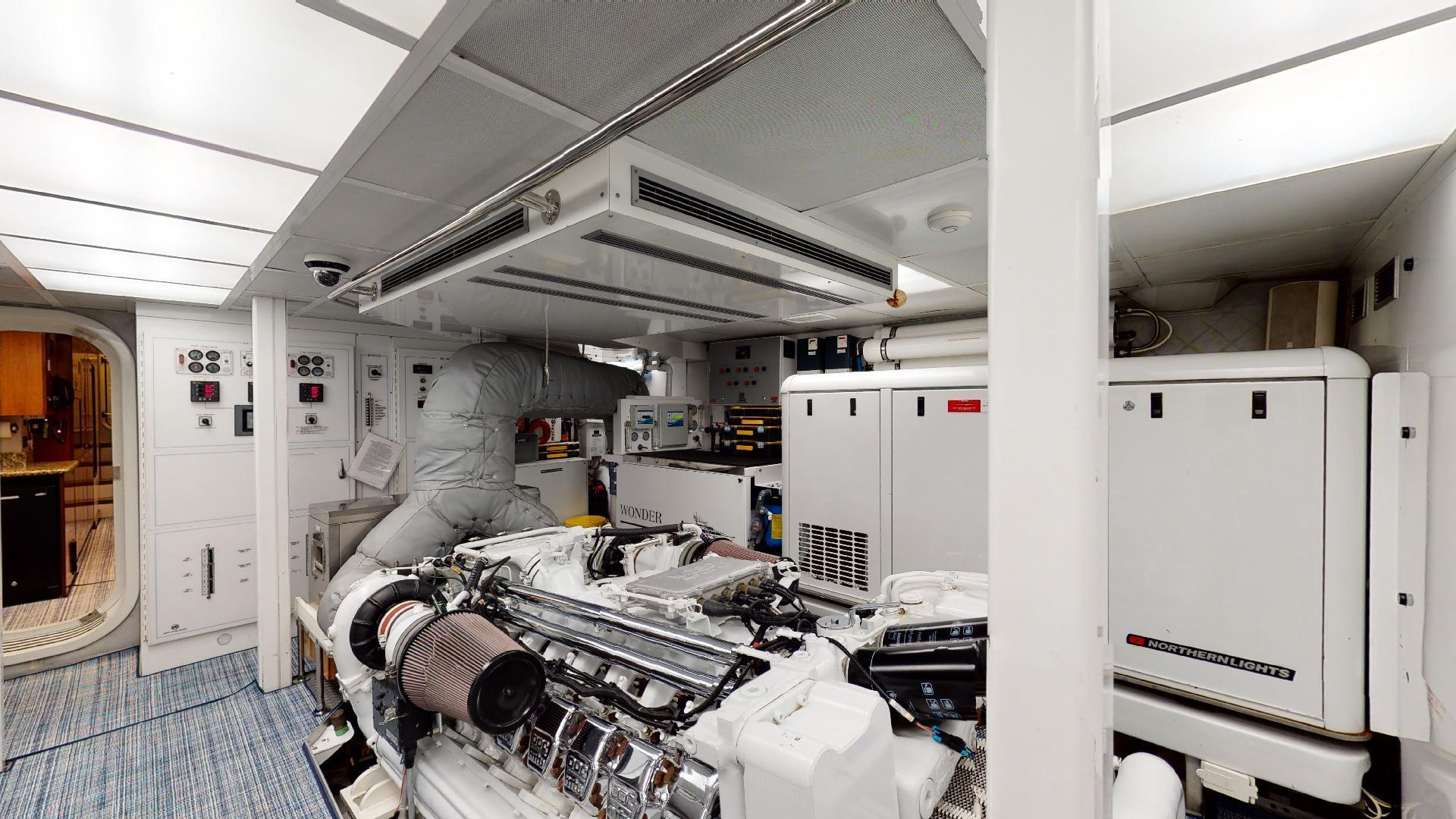 Crescent-Raised Pilothouse 2004-WONDER West Palm Beach-Florida-United States-Engine Room-1510027 | Thumbnail