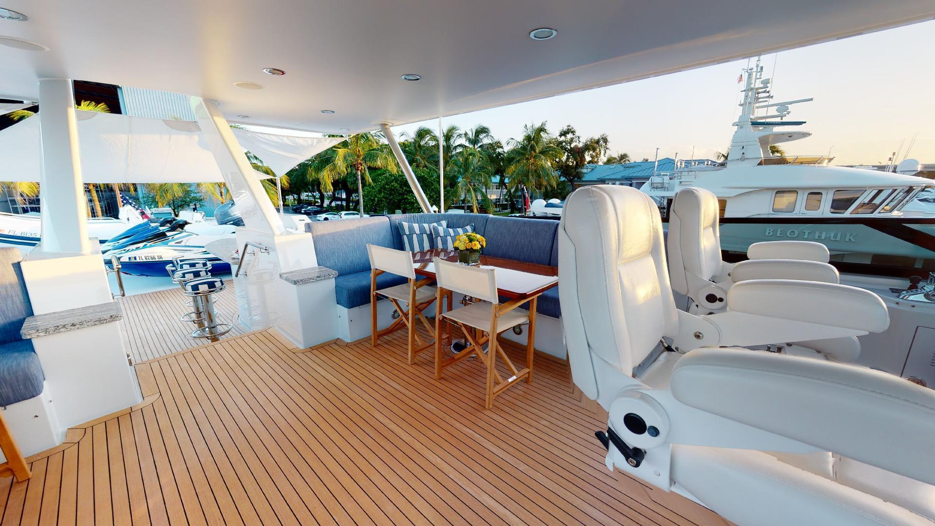 Crescent-Raised Pilothouse 2004-WONDER West Palm Beach-Florida-United States-1510014 | Thumbnail