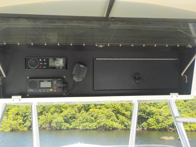 Venture-Center Console 1999-J Diesel Fort Lauderdale-Florida-United States-Helm Electronics-1509628 | Thumbnail