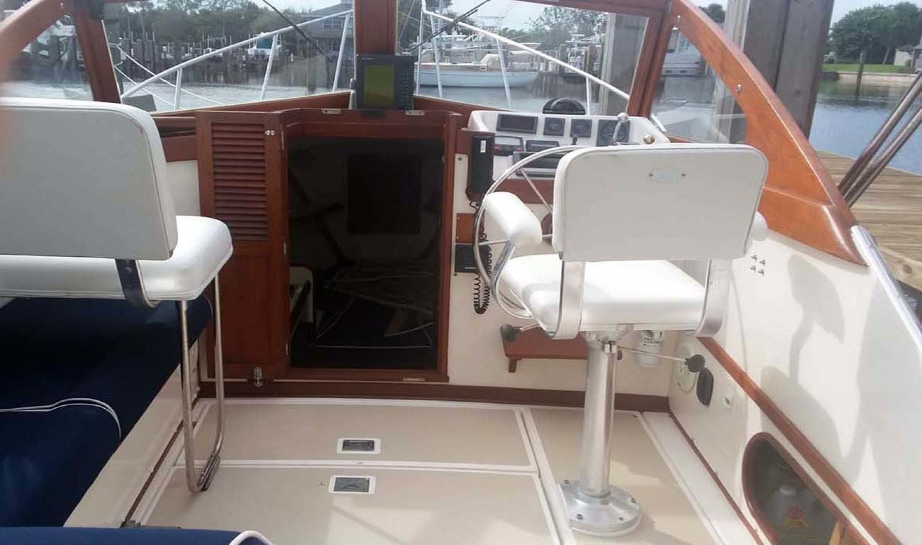 Dyer-29 Trunk Cabin Soft Top 1999-Clear Call Vero Beach-Florida-United States-Helm Area and Cabin Entrance-1509402 | Thumbnail