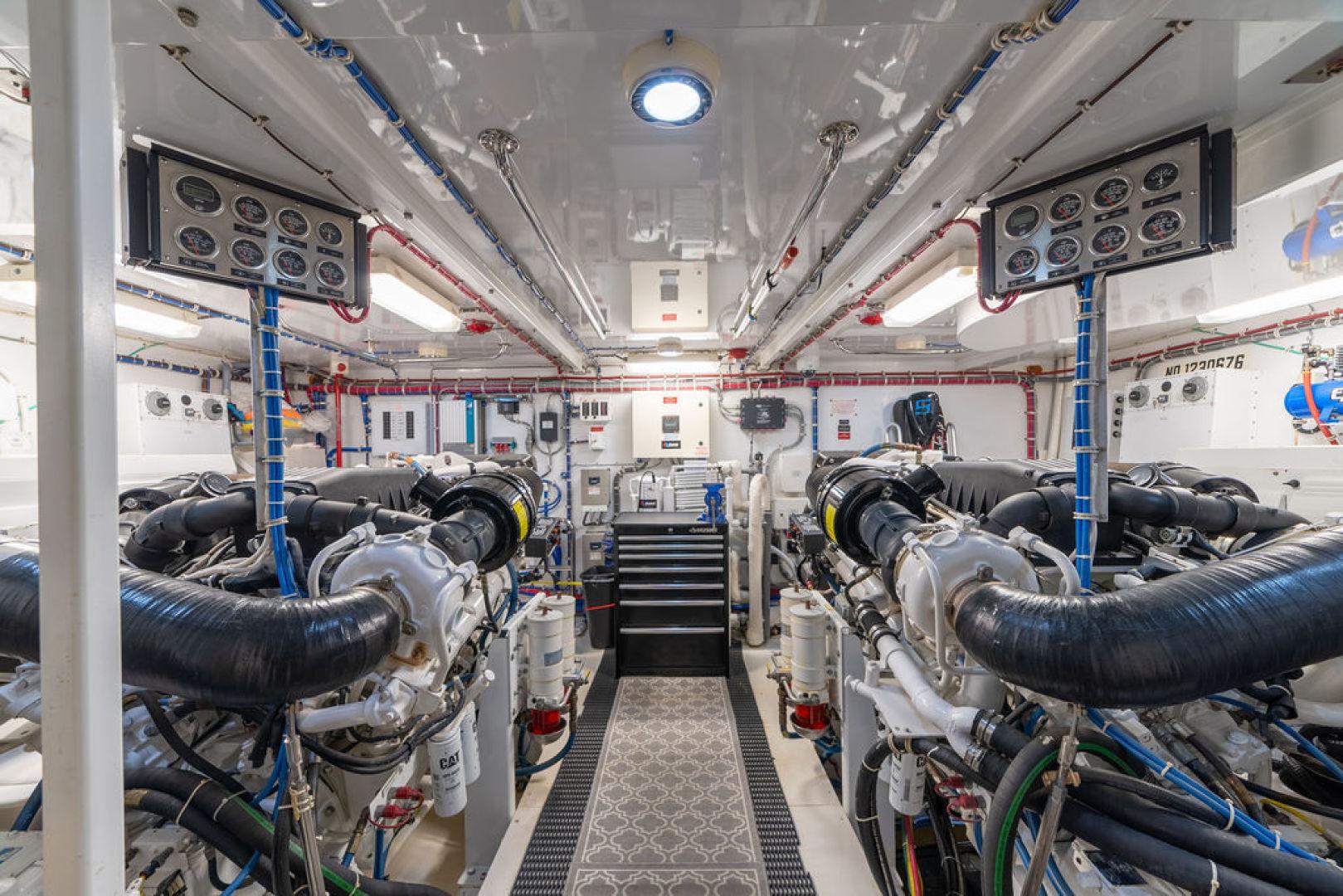 Hatteras-Enclosed Flybridge 2005-LA MER Fort Lauderdale-Florida-United States-Engine Room-1510605 | Thumbnail