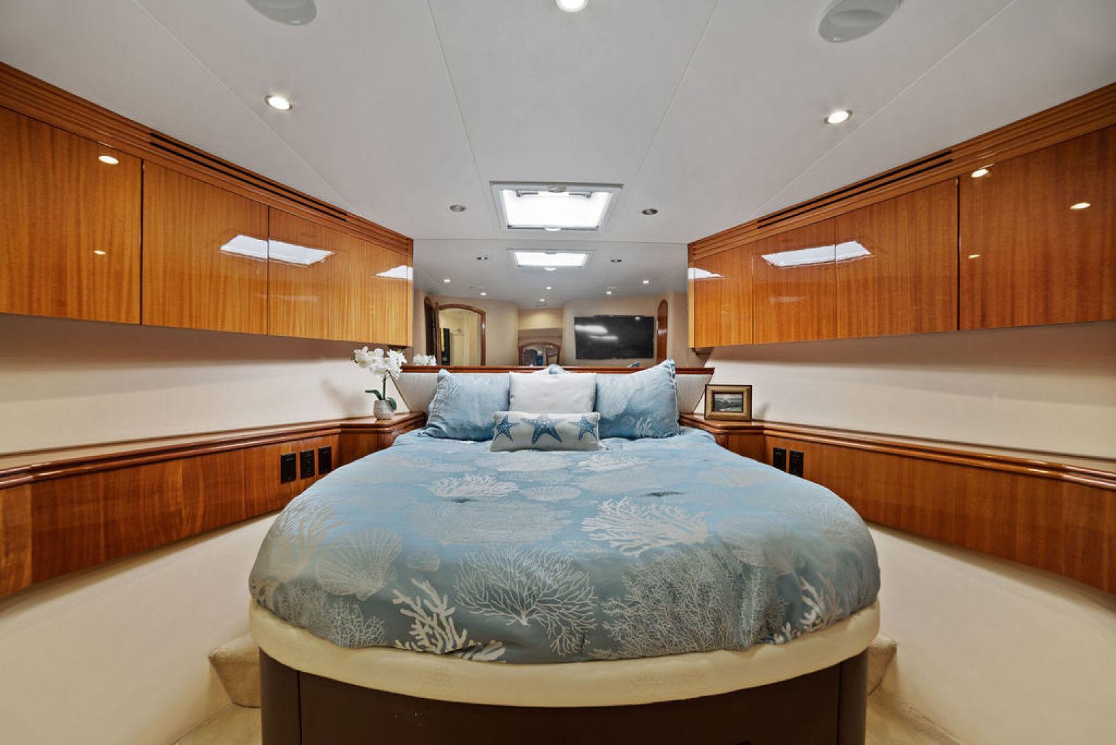 Hatteras-Enclosed Flybridge 2005-LA MER Fort Lauderdale-Florida-United States-Guest Stateroom Forward-1510618 | Thumbnail