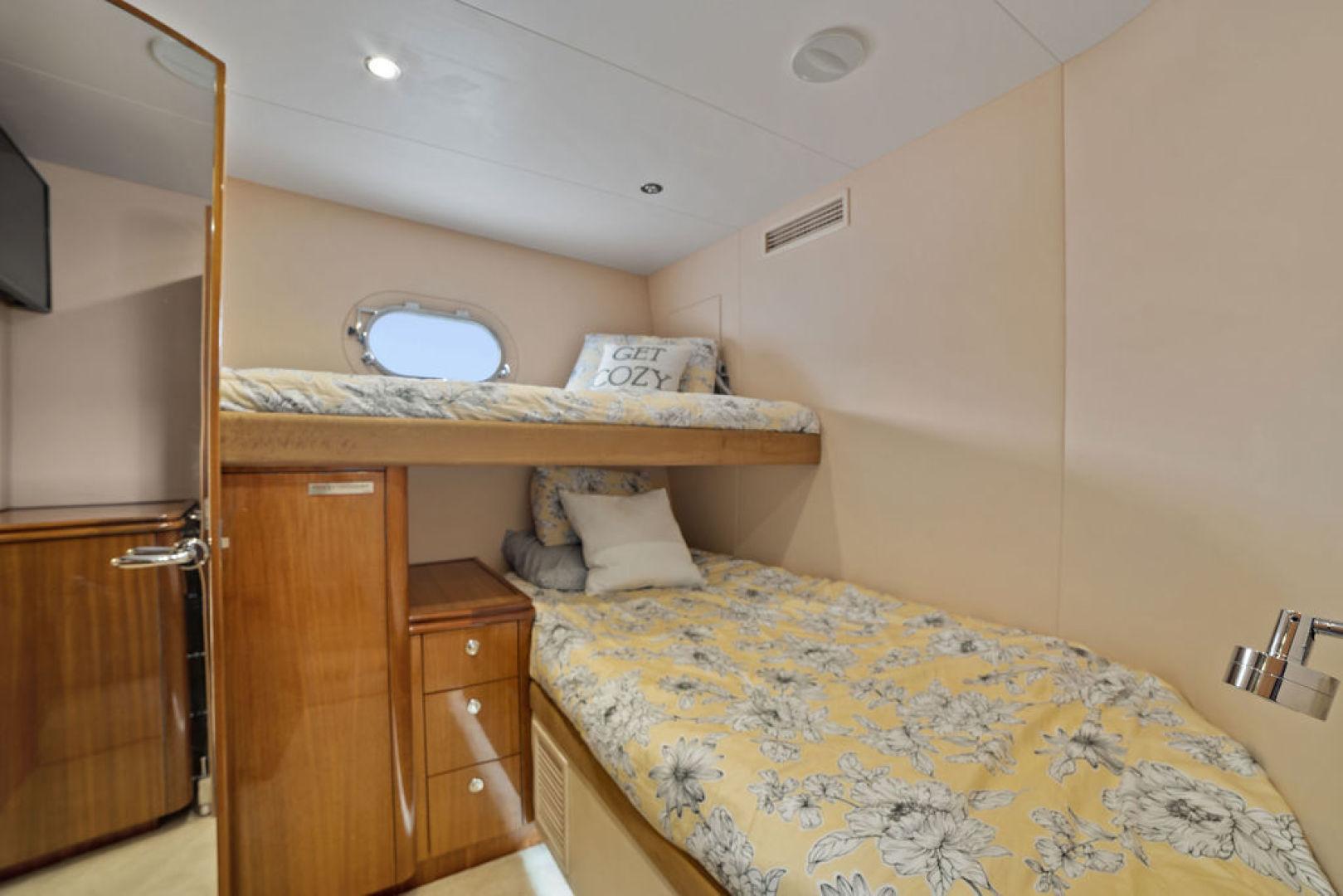 Hatteras-Enclosed Flybridge 2005-LA MER Fort Lauderdale-Florida-United States-Guest Stateroom Stbd-1510619 | Thumbnail