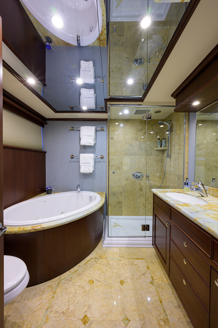 Pacific Mariner-Motor Yacht 2009-Celebrate North Palm Beach-Florida-United States-Master Stateroom Head-1512320 | Thumbnail