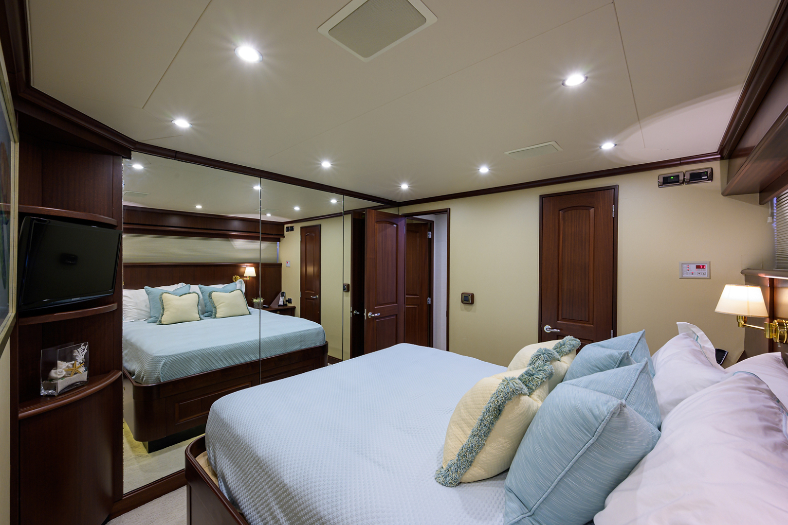 Pacific Mariner-Motor Yacht 2009-Celebrate North Palm Beach-Florida-United States-Starboard Guest Stateroom-1512347 | Thumbnail