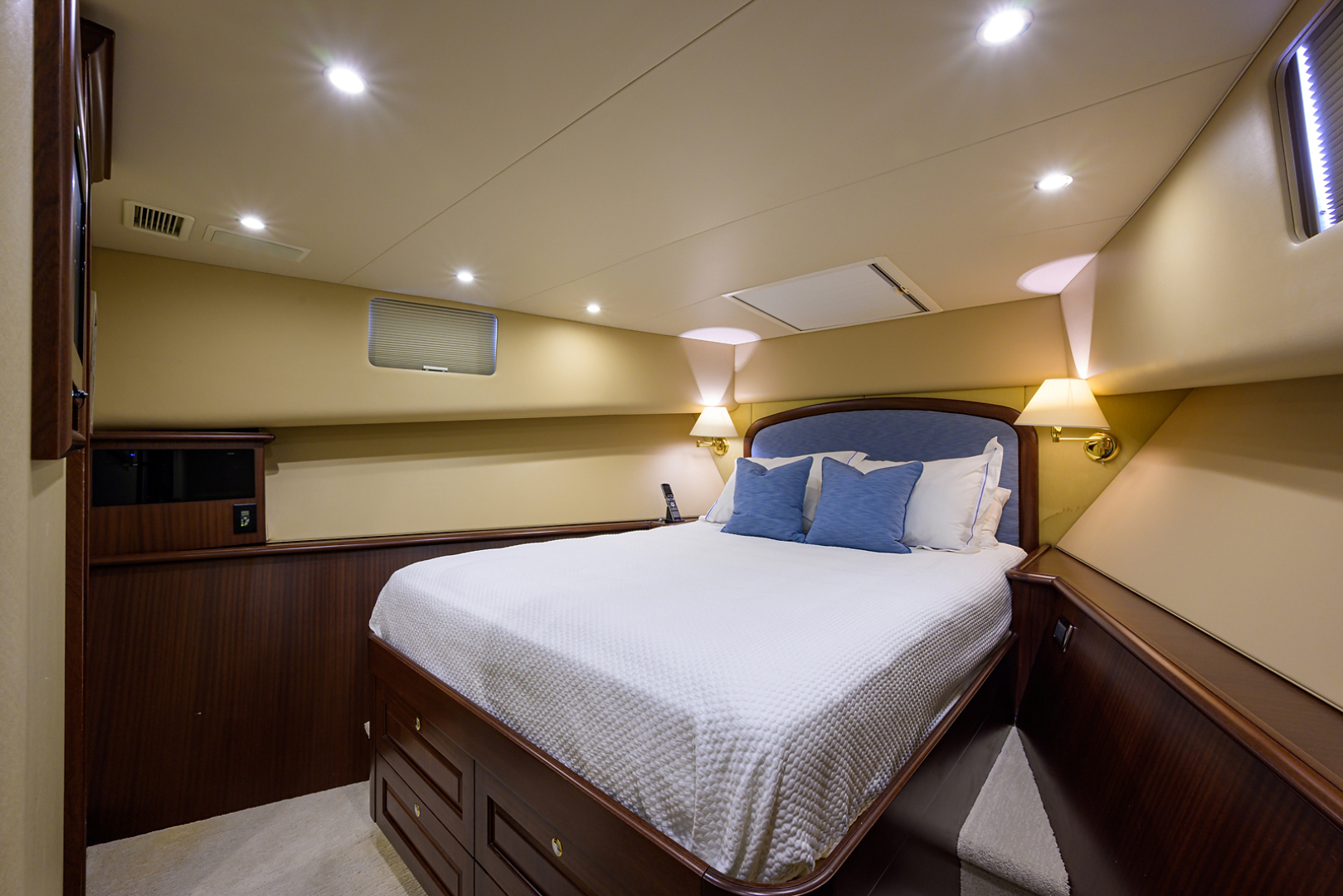 Pacific Mariner-Motor Yacht 2009-Celebrate North Palm Beach-Florida-United States-Forward Guest Stateroom-1512328 | Thumbnail