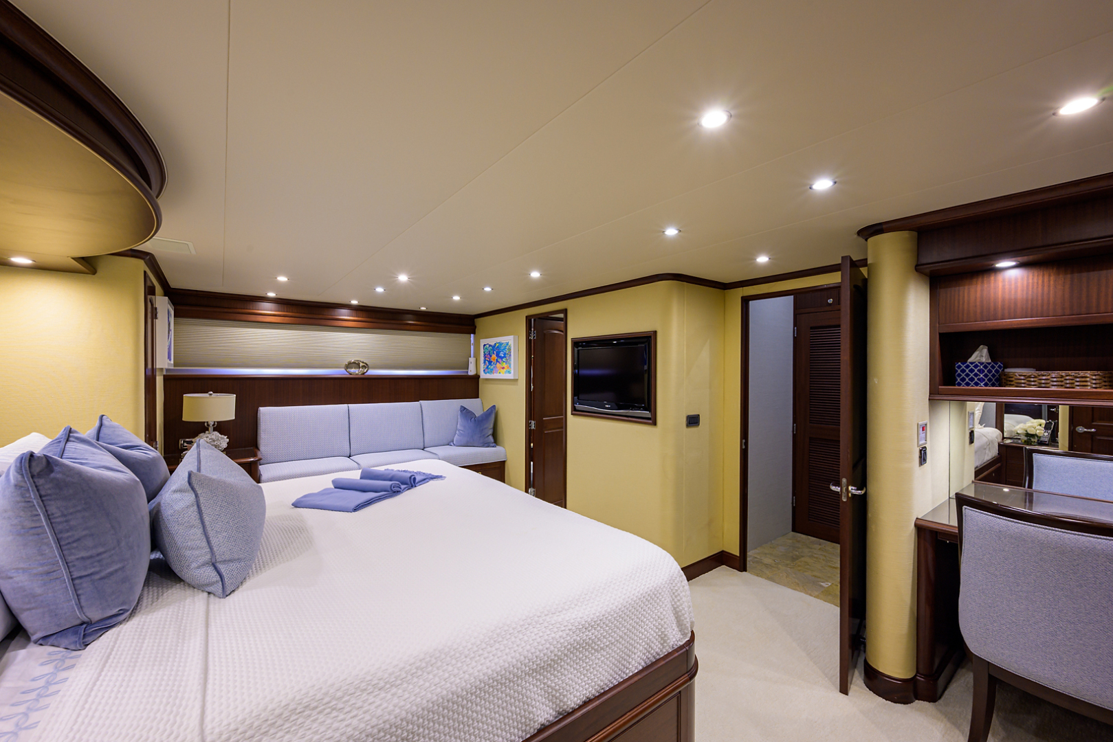 Pacific Mariner-Motor Yacht 2009-Celebrate North Palm Beach-Florida-United States-Master Stateroom-1512315 | Thumbnail