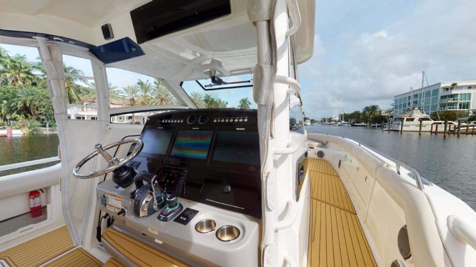 Boston Whaler-420 Outrage 2017-Boss Hawg Fort Lauderdale-Florida-United States-Helm-1513251 | Thumbnail