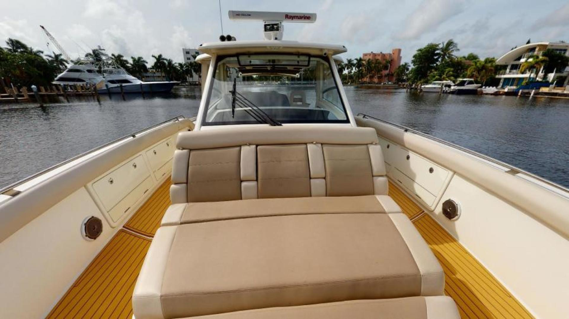 Boston Whaler-420 Outrage 2017-Boss Hawg Fort Lauderdale-Florida-United States-Forward Seating-1513242 | Thumbnail