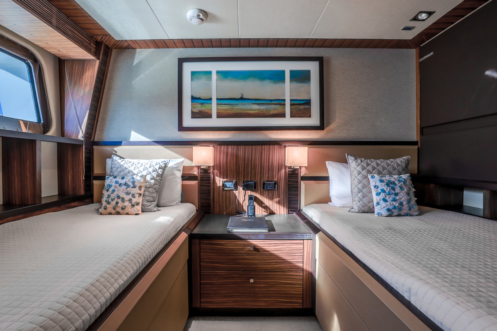 Northcoast-NC125 2011-FUGITIVE *Name Reserved* West Palm Beach-Florida-United States-Starboard Guest Stateroom-1513476 | Thumbnail