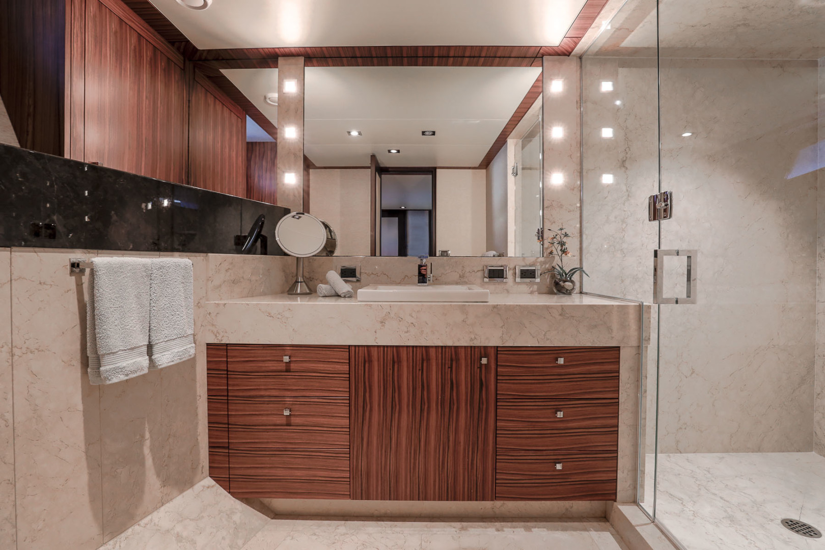 Northcoast-NC125 2011-FUGITIVE *Name Reserved* West Palm Beach-Florida-United States-Port Guest Bath-1513467 | Thumbnail