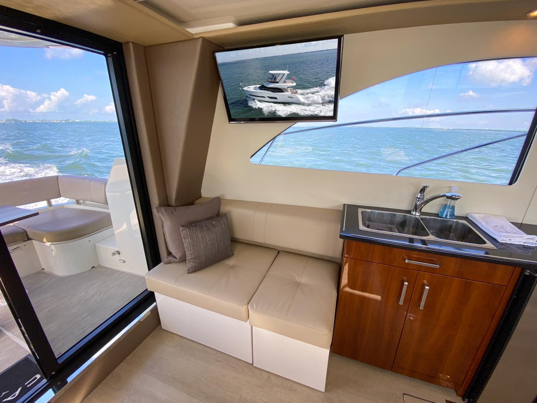 Carver-C40 2016-Ms. Behavin Longboat Key-Florida-United States-2016 40 Carver C Motor Yacht  Ms. Behavin  Salon-1515612   Thumbnail