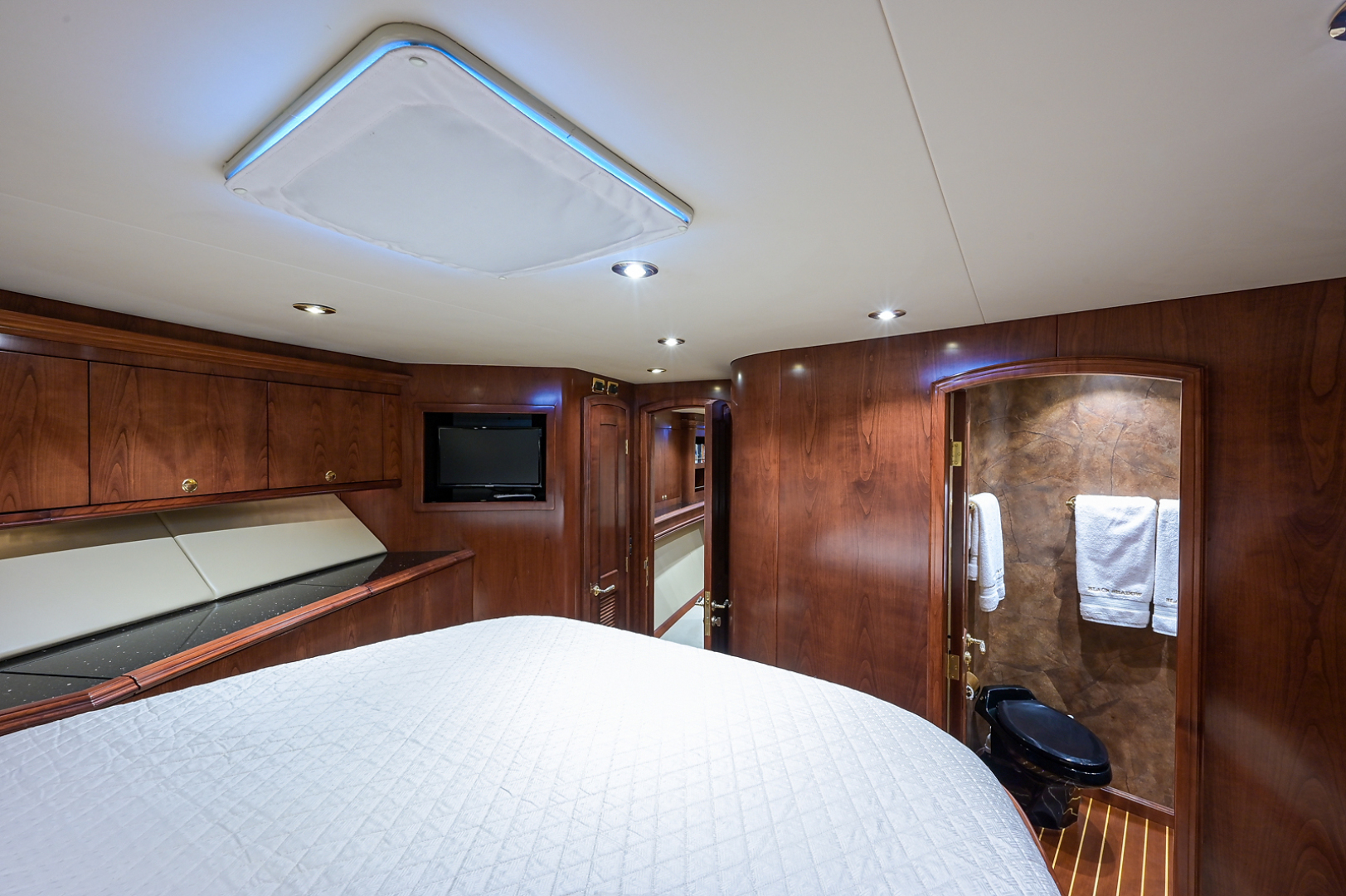 Sea Force IX-Enclosed Bridge Convertible 2007-Black Shadow North Palm Beach-Florida-United States-Forward Guest Stateroom-1517365 | Thumbnail