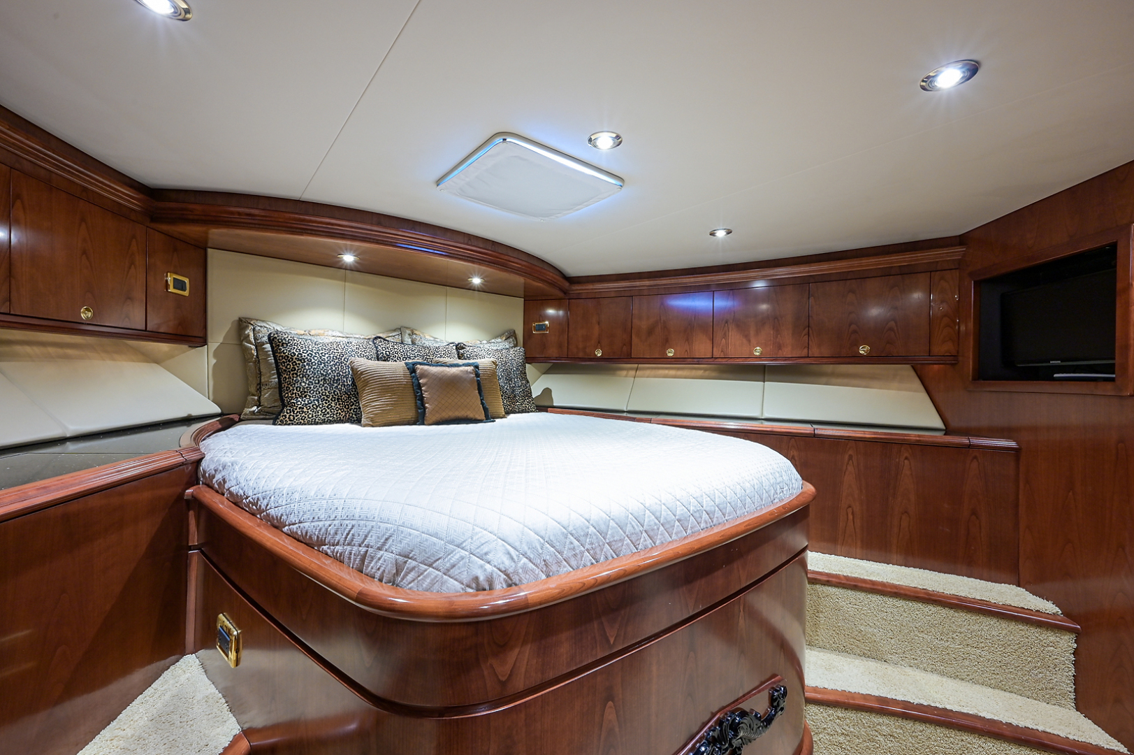 Sea Force IX-Enclosed Bridge Convertible 2007-Black Shadow North Palm Beach-Florida-United States-Forward Guest Stateroom-1517363 | Thumbnail