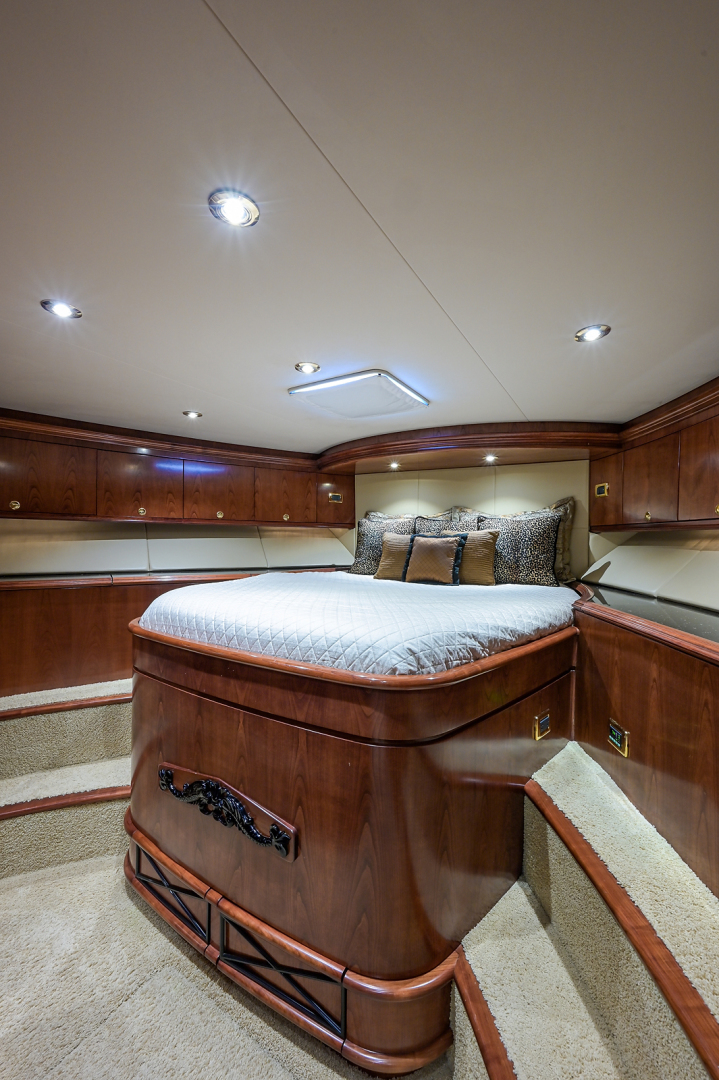 Sea Force IX-Enclosed Bridge Convertible 2007-Black Shadow North Palm Beach-Florida-United States-Forward Guest Stateroom-1517362 | Thumbnail