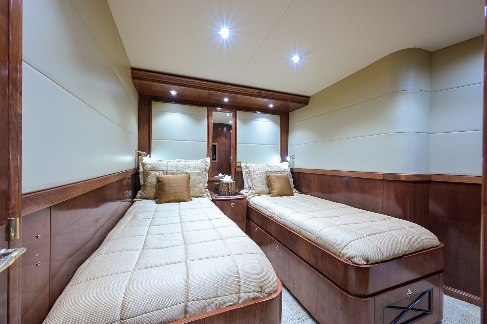 Sea Force IX-Enclosed Bridge Convertible 2007-Black Shadow North Palm Beach-Florida-United States-Guest Stateroom-1517372 | Thumbnail