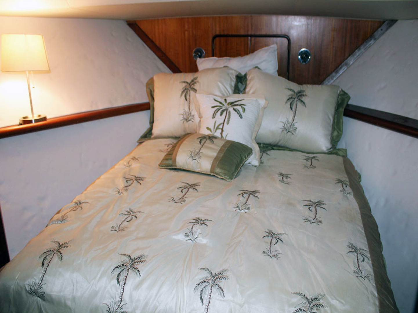 Viking-44 Double Cabin 1990-Never Mind Cape Coral-Florida-United States-Guest Berth Bed-1518221   Thumbnail