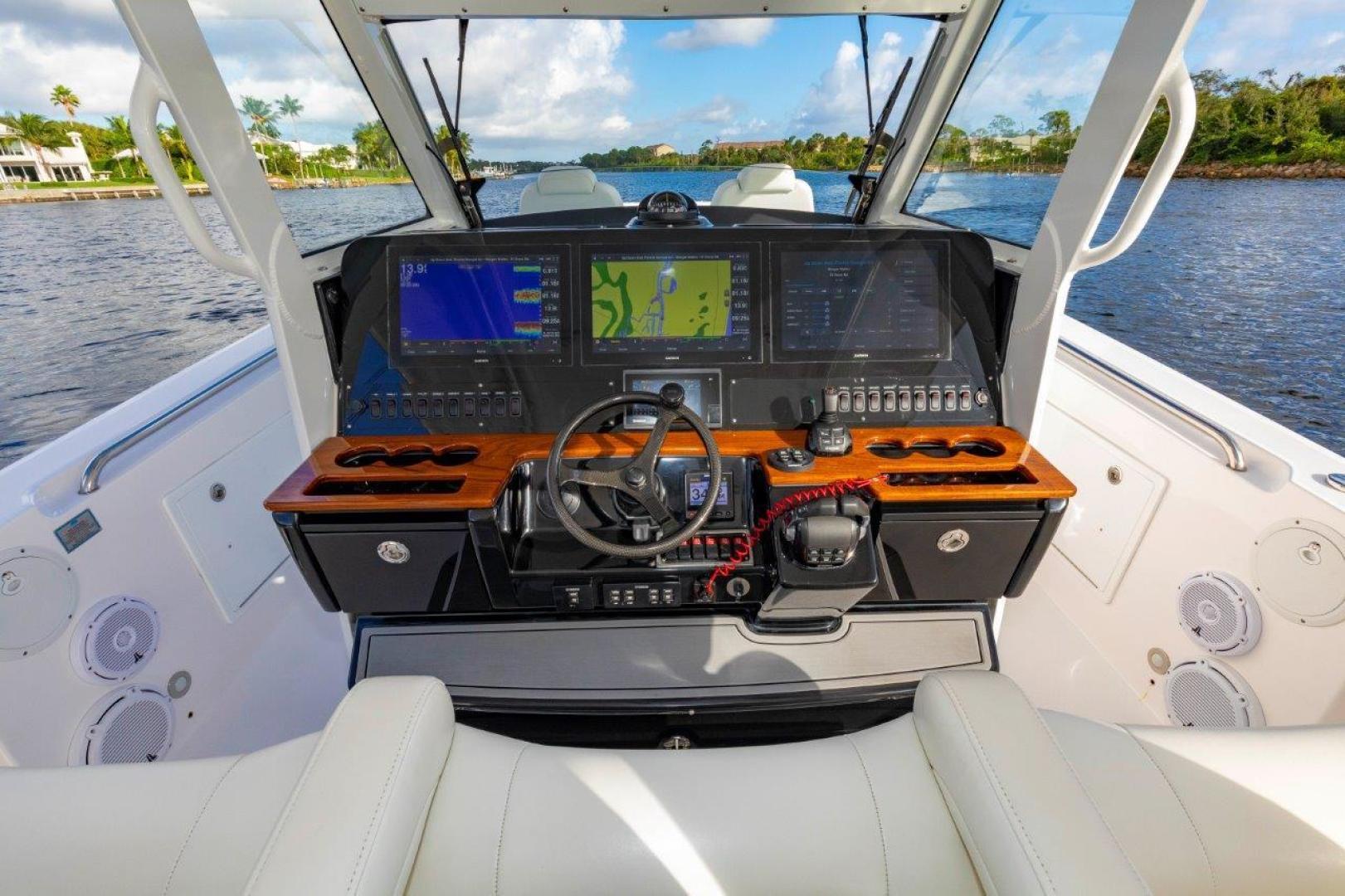 Everglades-435 Center Console 2019-Bahama Papa Palm Beach Gardens-Florida-United States-Helm-1570492 | Thumbnail
