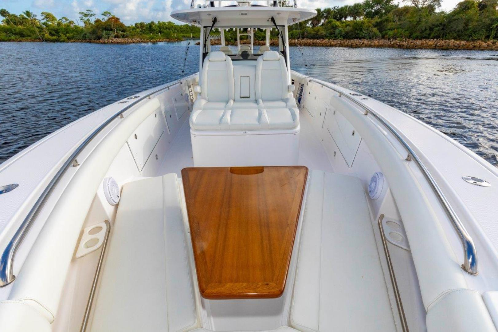 Everglades-435 Center Console 2019-Bahama Papa Palm Beach Gardens-Florida-United States-Forward Seating with Table-1570502 | Thumbnail