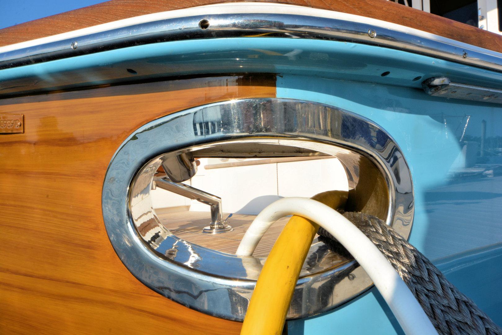 Viking-82 Convertible 2010-Nikki Bella Jacksonville-Florida-United States-2010 82 Viking   Hawser Pipe-1521082 | Thumbnail
