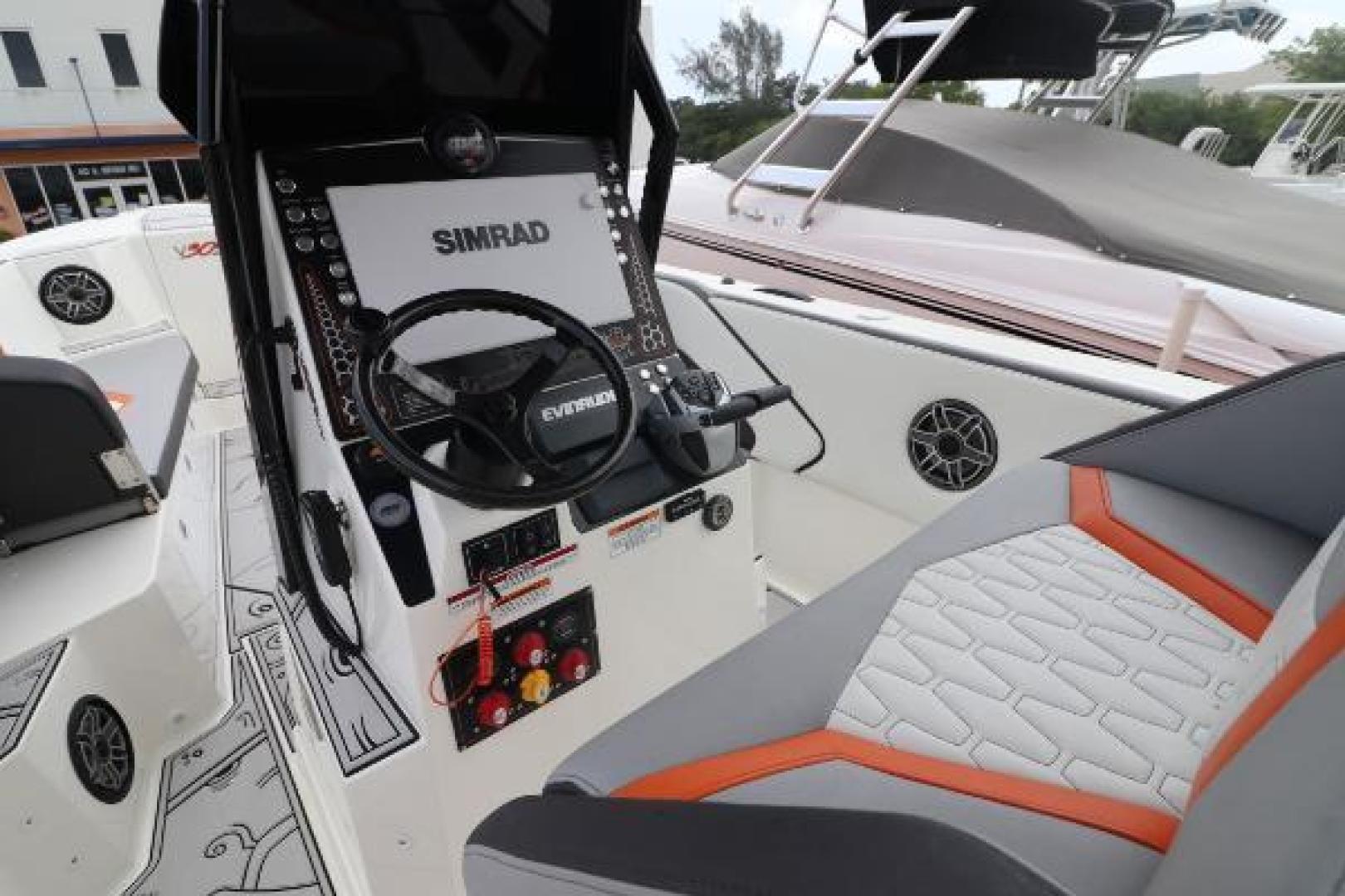 Vandalize-SUV 305 2019-Vandalize SUV 305 Fort Lauderdale-Florida-United States-1530549 | Thumbnail