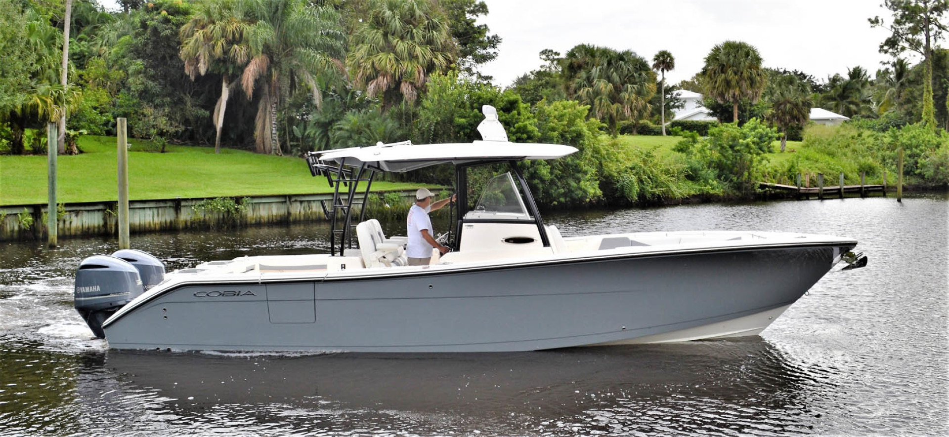 Cobia-320 CC 2019-Pivoting Palm City-Florida-United States-Starboard-1534004 | Thumbnail