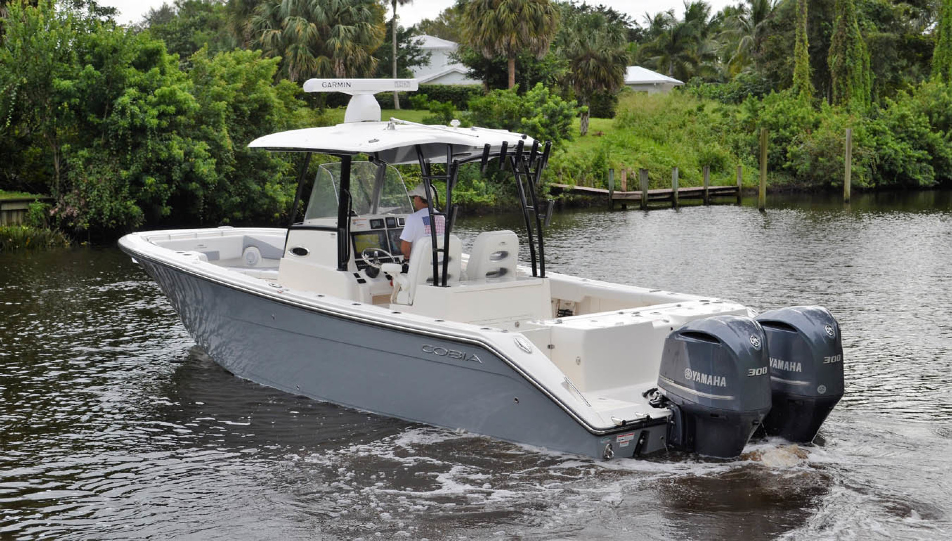 Cobia-320 CC 2019-Pivoting Palm City-Florida-United States-Port Aft-1533972 | Thumbnail
