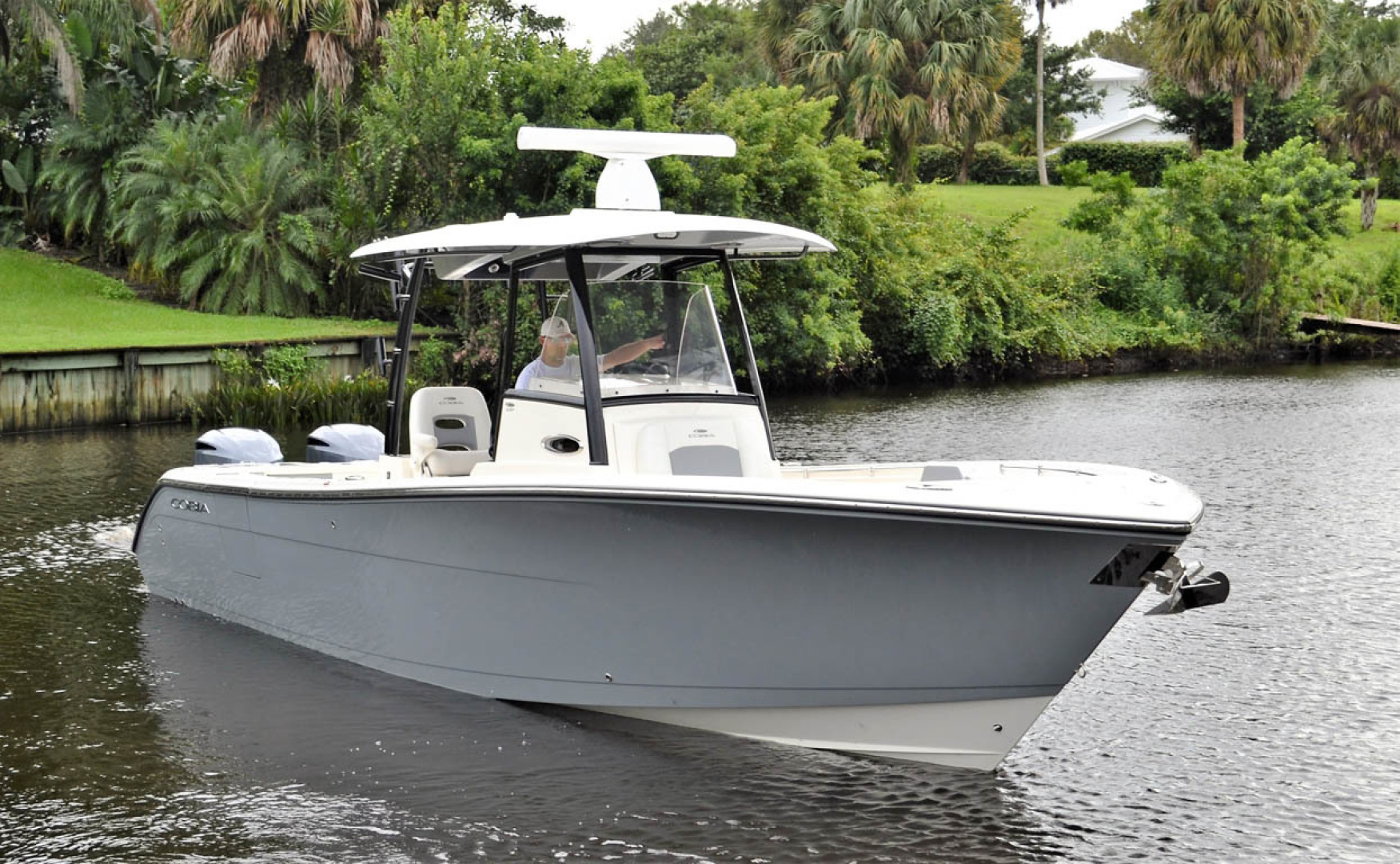 Cobia-320 CC 2019-Pivoting Palm City-Florida-United States-Starboard Bow-1533971 | Thumbnail