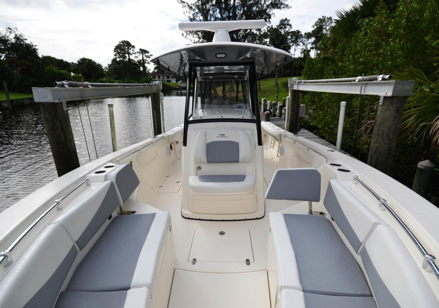 Cobia-320 CC 2019-Pivoting Palm City-Florida-United States-Looking Aft-1533979 | Thumbnail