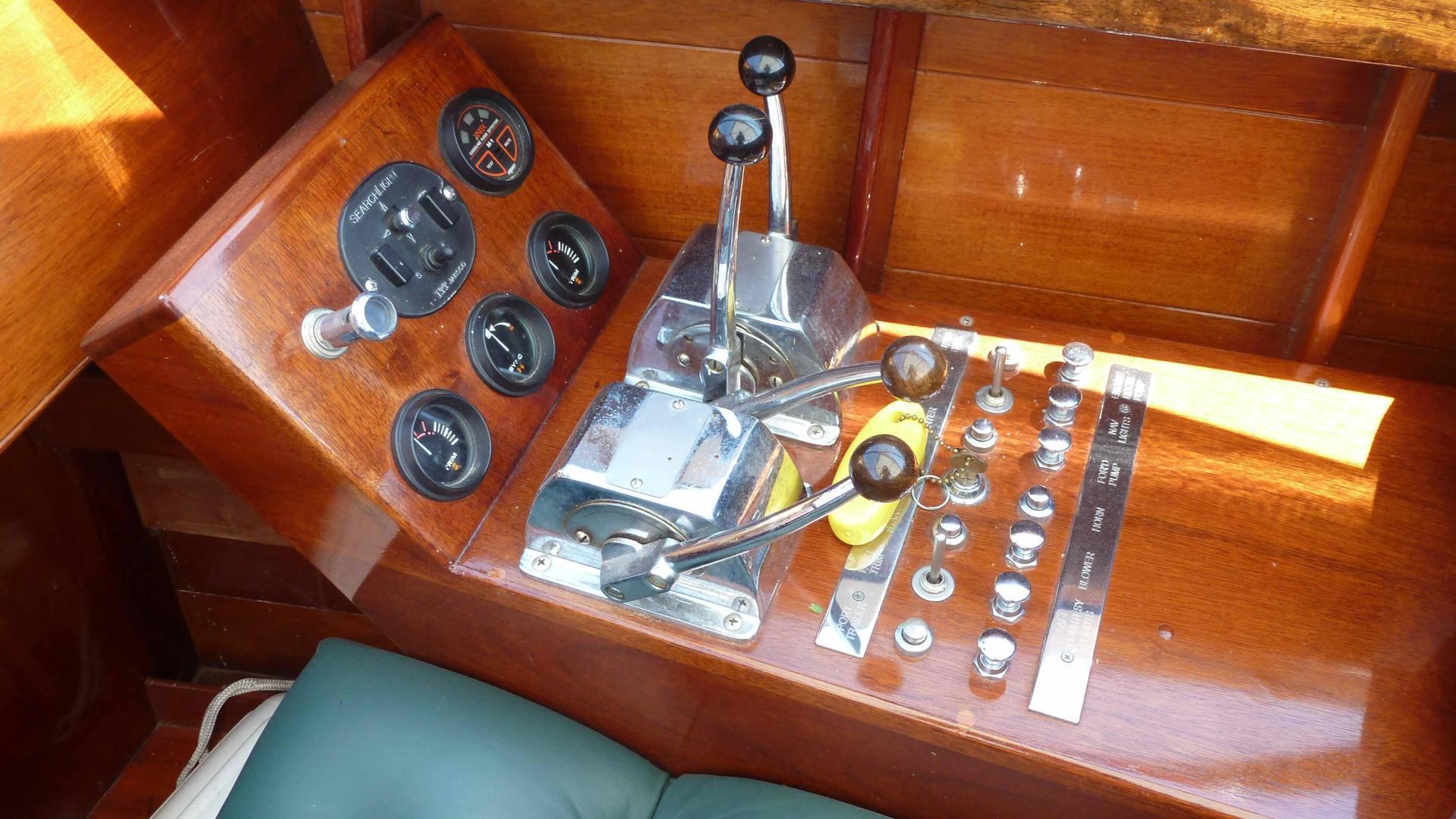 Antique-Minett Gentlemans Launch 2001-LUGFHUR Claytin-New York-United States-1536107 | Thumbnail