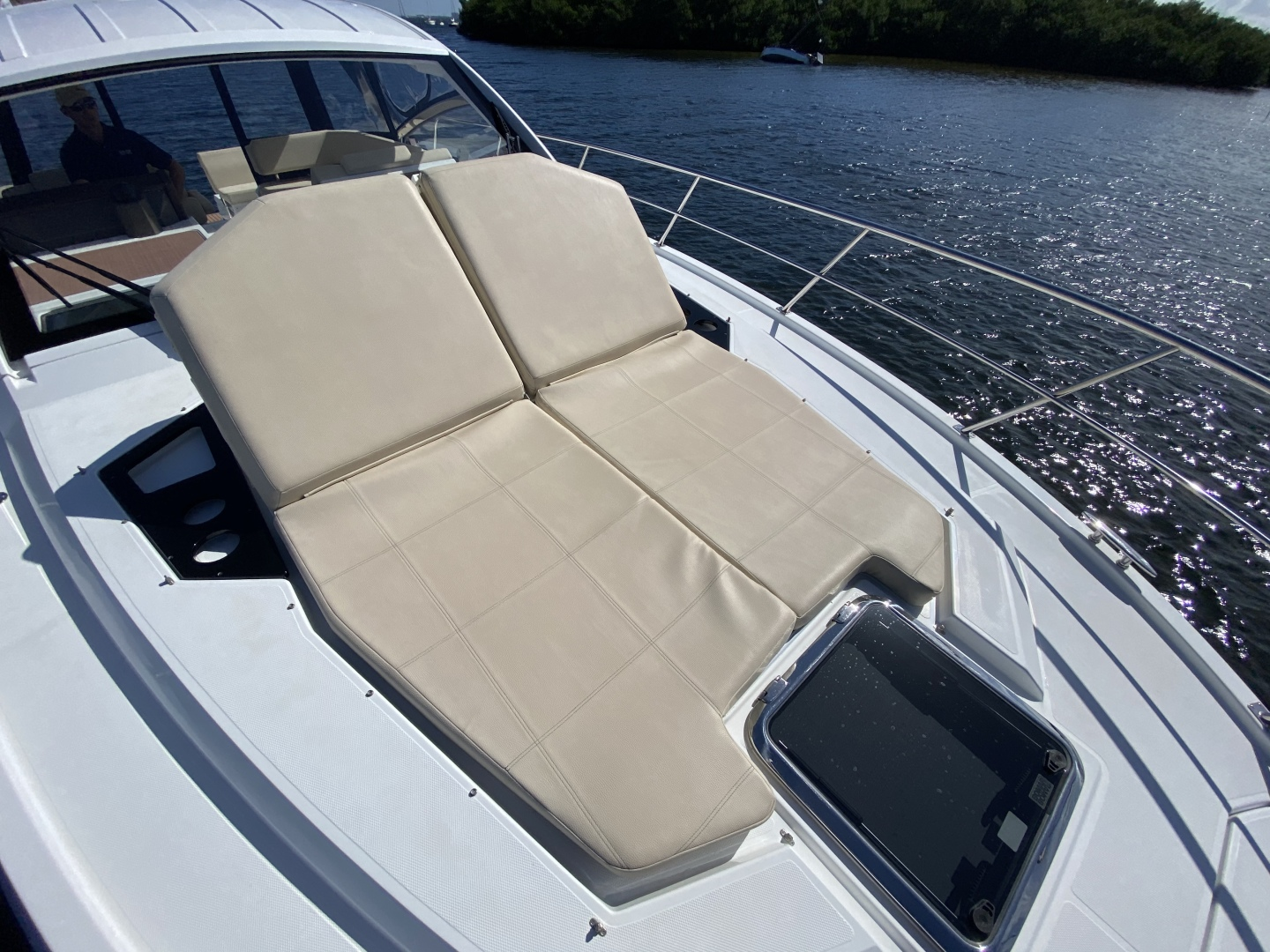 Cruisers-390 EC 2017-Dolphin Trace St Petersburg-Florida-United States-2017 39 Cruisers Express Coupe Yacht  Bow Sun Lounger-1536756 | Thumbnail