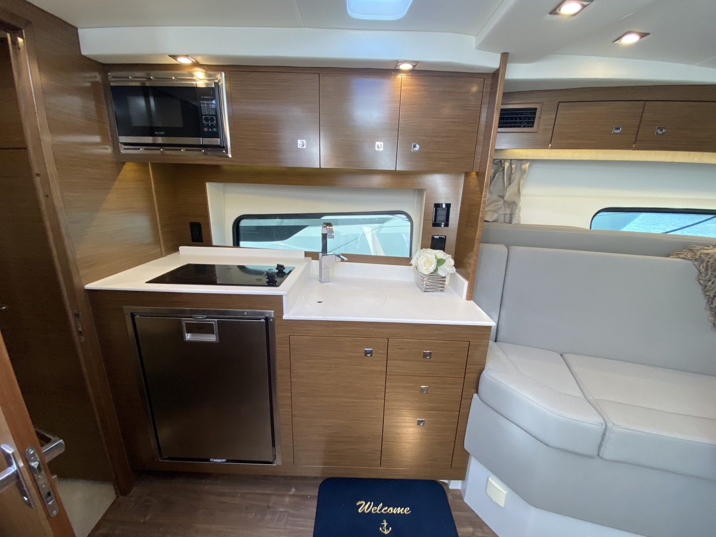 Cruisers-390 EC 2017-Dolphin Trace St Petersburg-Florida-United States-2017 39 Cruisers Express Coupe Yacht  Galley-1536722 | Thumbnail