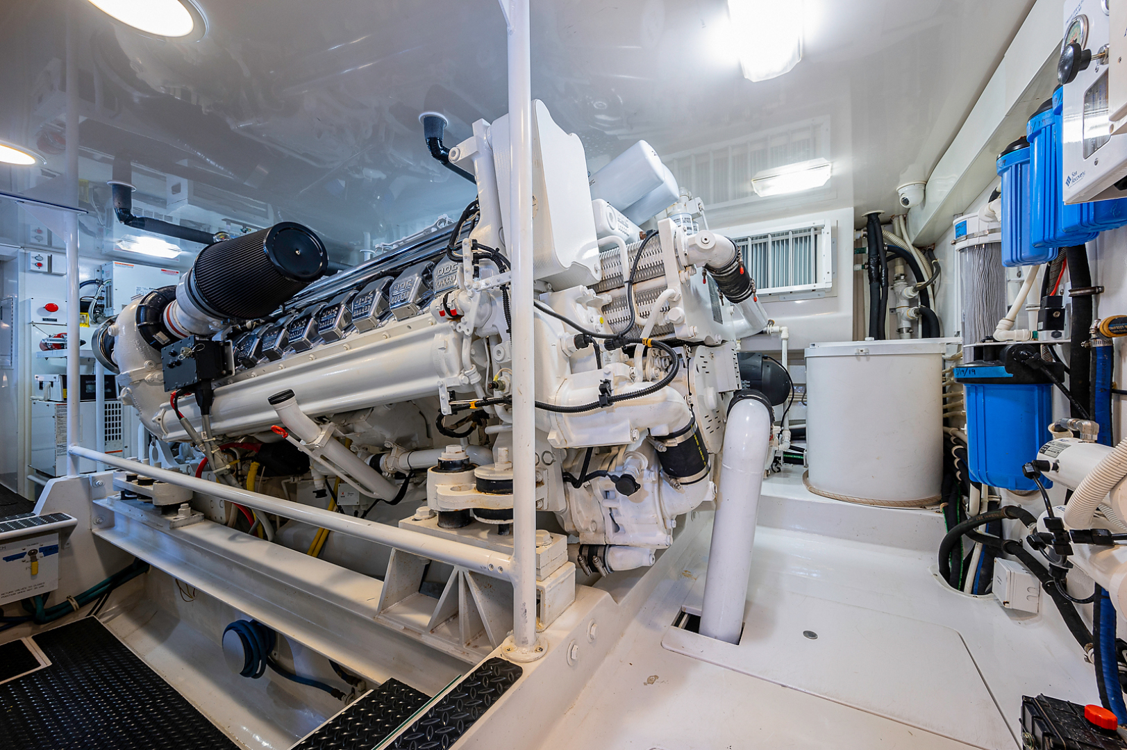 Viking-Convertible 2007-Scoped Out Lighthouse Point-Florida-United States-Engine Room-1552165 | Thumbnail