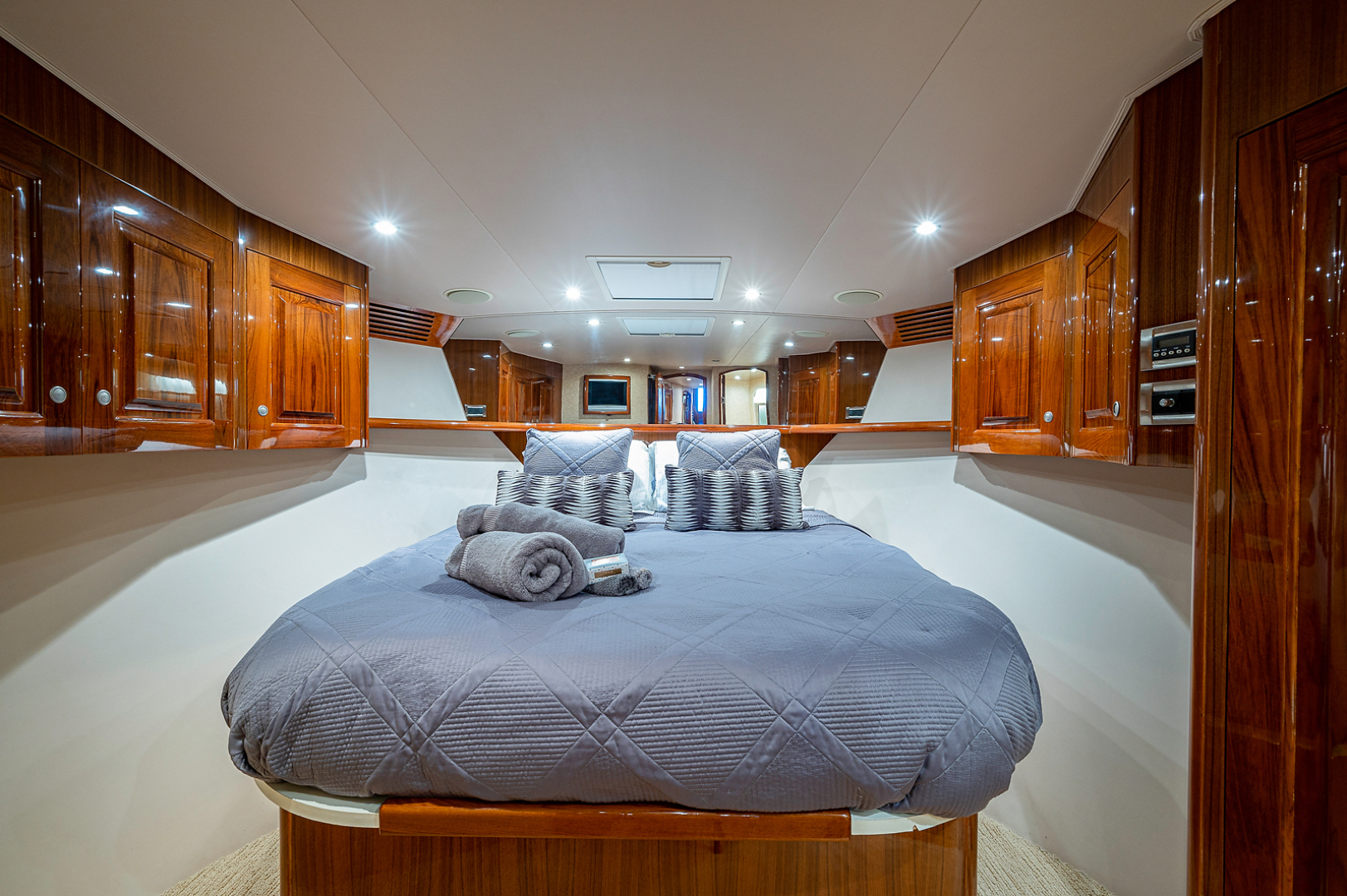 Viking-Convertible 2007-Scoped Out Lighthouse Point-Florida-United States-Forward Stateroom-1551986 | Thumbnail