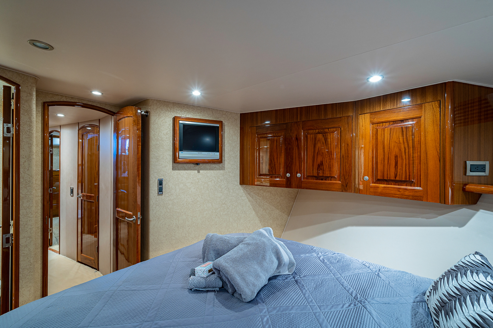 Viking-Convertible 2007-Scoped Out Lighthouse Point-Florida-United States-Forward Stateroom-1551990 | Thumbnail