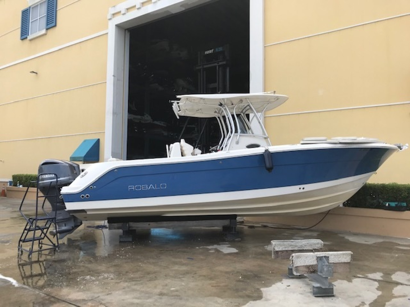 Robalo-R300 Center Console 2012-No Name Pompano Beach-Florida-United States-Profile-1537378 | Thumbnail
