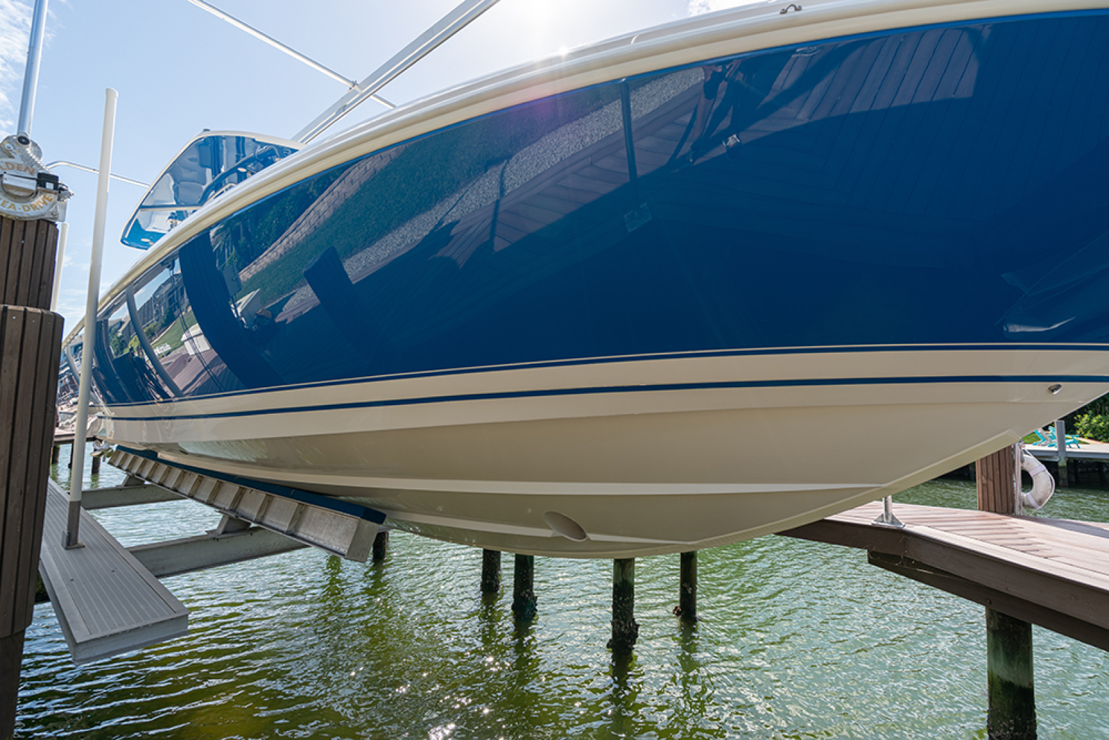 Intrepid-400 Center Console 2017-SPONTANEOUS Marco Island-Florida-United States-Stbd bow-1537602 | Thumbnail