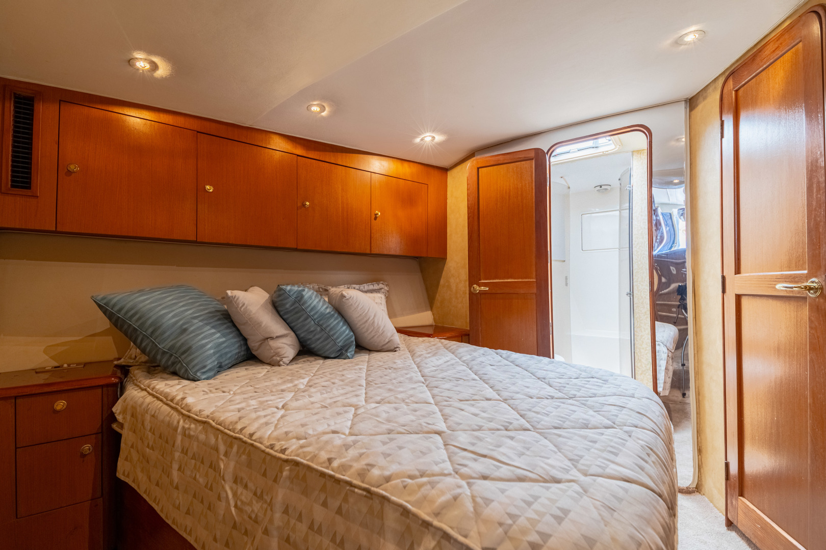 Ocean Yachts 2001 -Santo Domingo-Dominican Republic-VIP Stateroom-1538721   Thumbnail