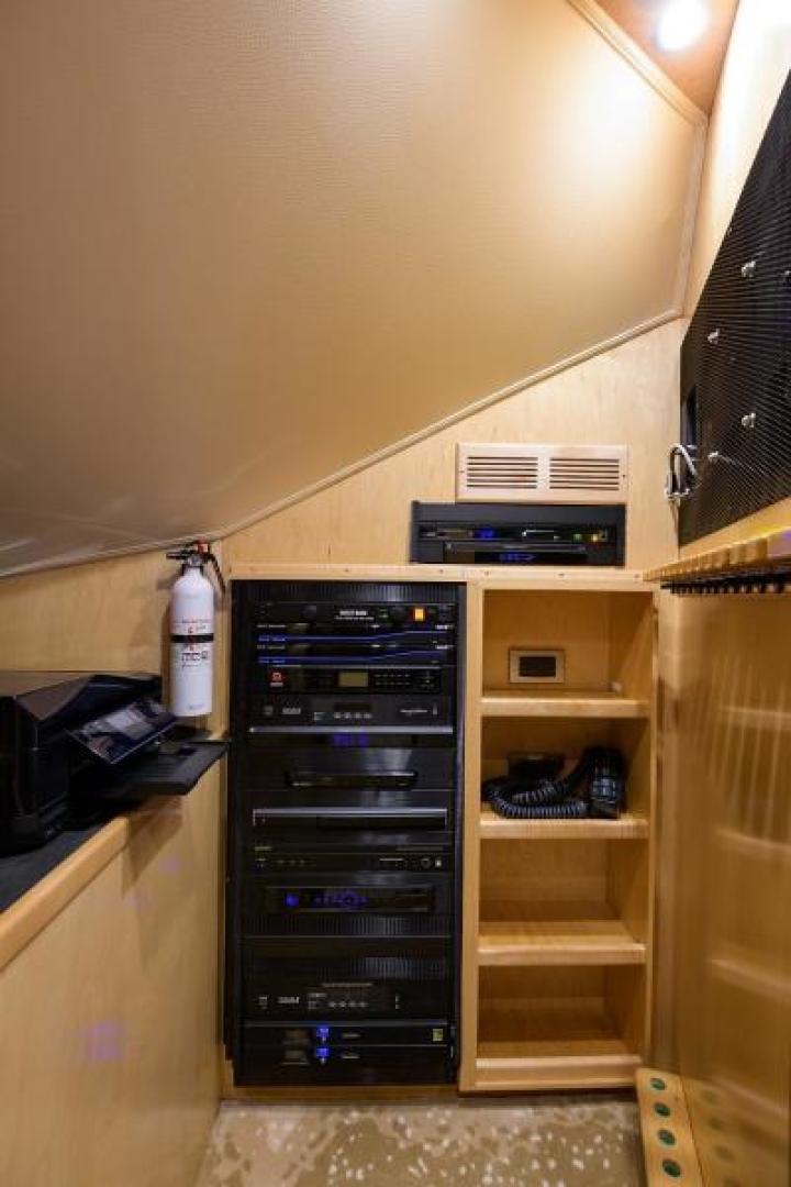 Viking 76 - Osh It - Audio Visual Room