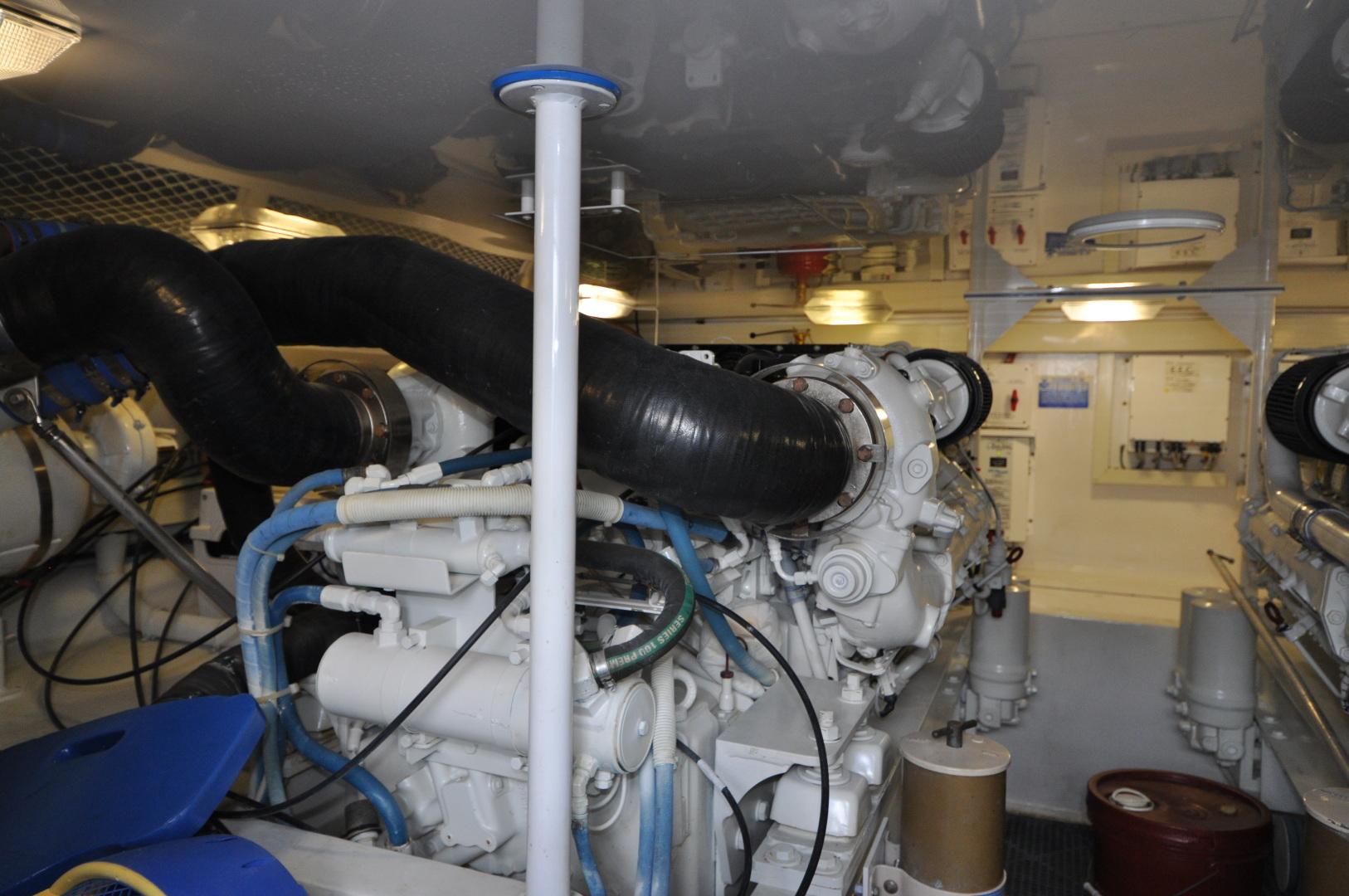 Viking-Convertible 2003-Reel Cowboy Deerfield Beach-Florida-United States-Engine Room-1546883 | Thumbnail
