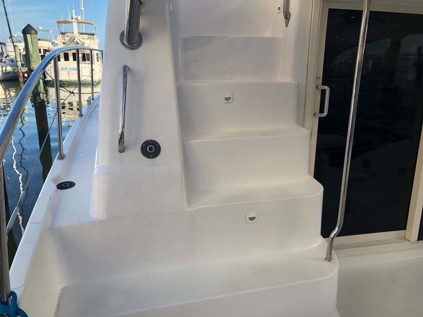 Leopard-37 PC 2008-Even Keel Cocoa Beach-Florida-United States-Molded In Stairs To Bridge With Storage-1546925 | Thumbnail