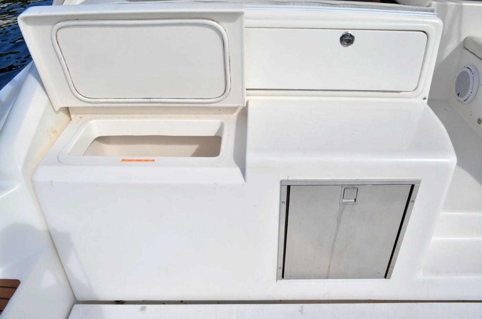 Riviera-4000 Express 2001-Shady Lady Hampton Bays-New York-United States-Tackle Center And Fridge-1547570 | Thumbnail