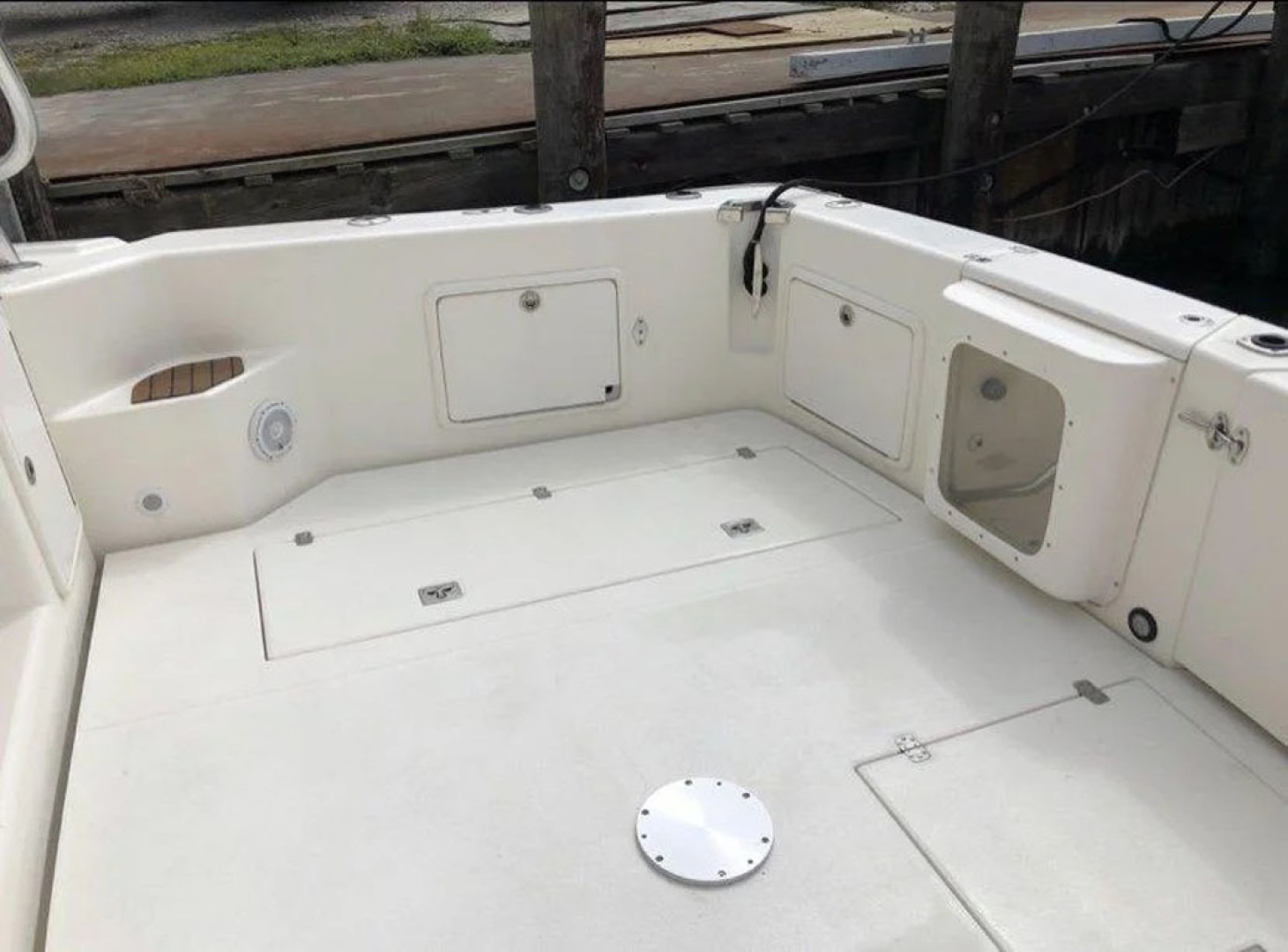 Riviera-4000 Express 2001-Shady Lady Hampton Bays-New York-United States-Live Well Viewing Window And Deck Plate-1547575 | Thumbnail