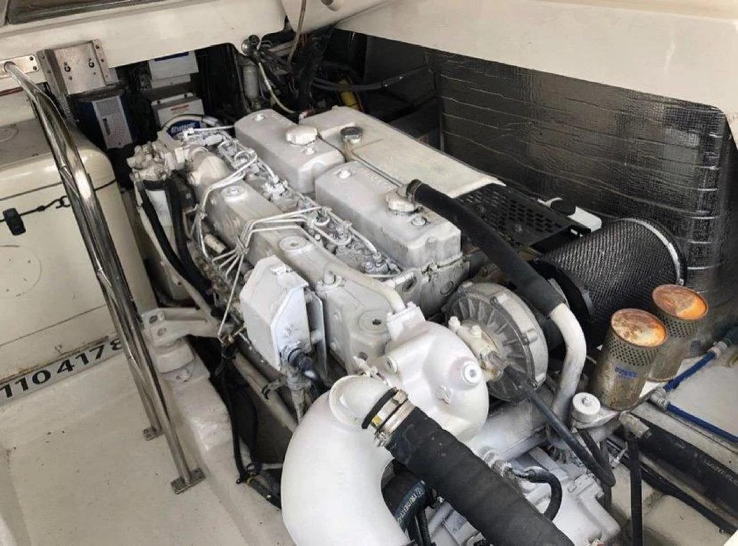 Riviera-4000 Express 2001-Shady Lady Hampton Bays-New York-United States-Starboard Engine-1547580 | Thumbnail