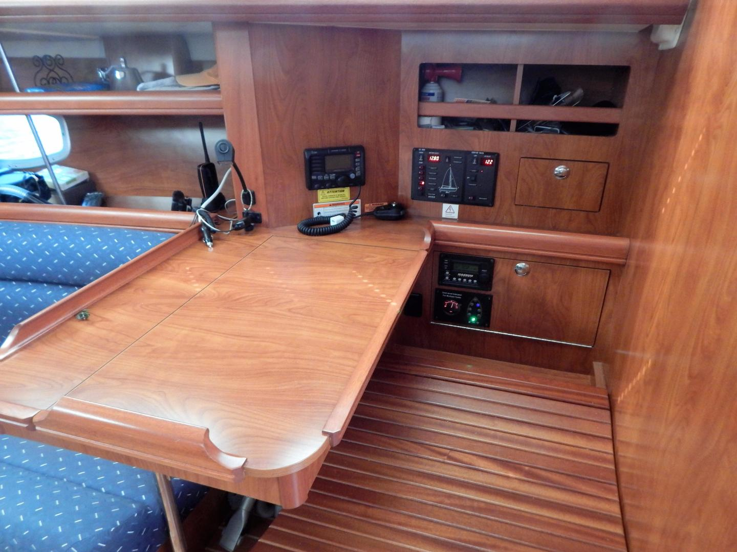 Hunter-Deck Salon 2012-PINK PONY SAILS Fort Lauderdale-Florida-United States-1549194 | Thumbnail